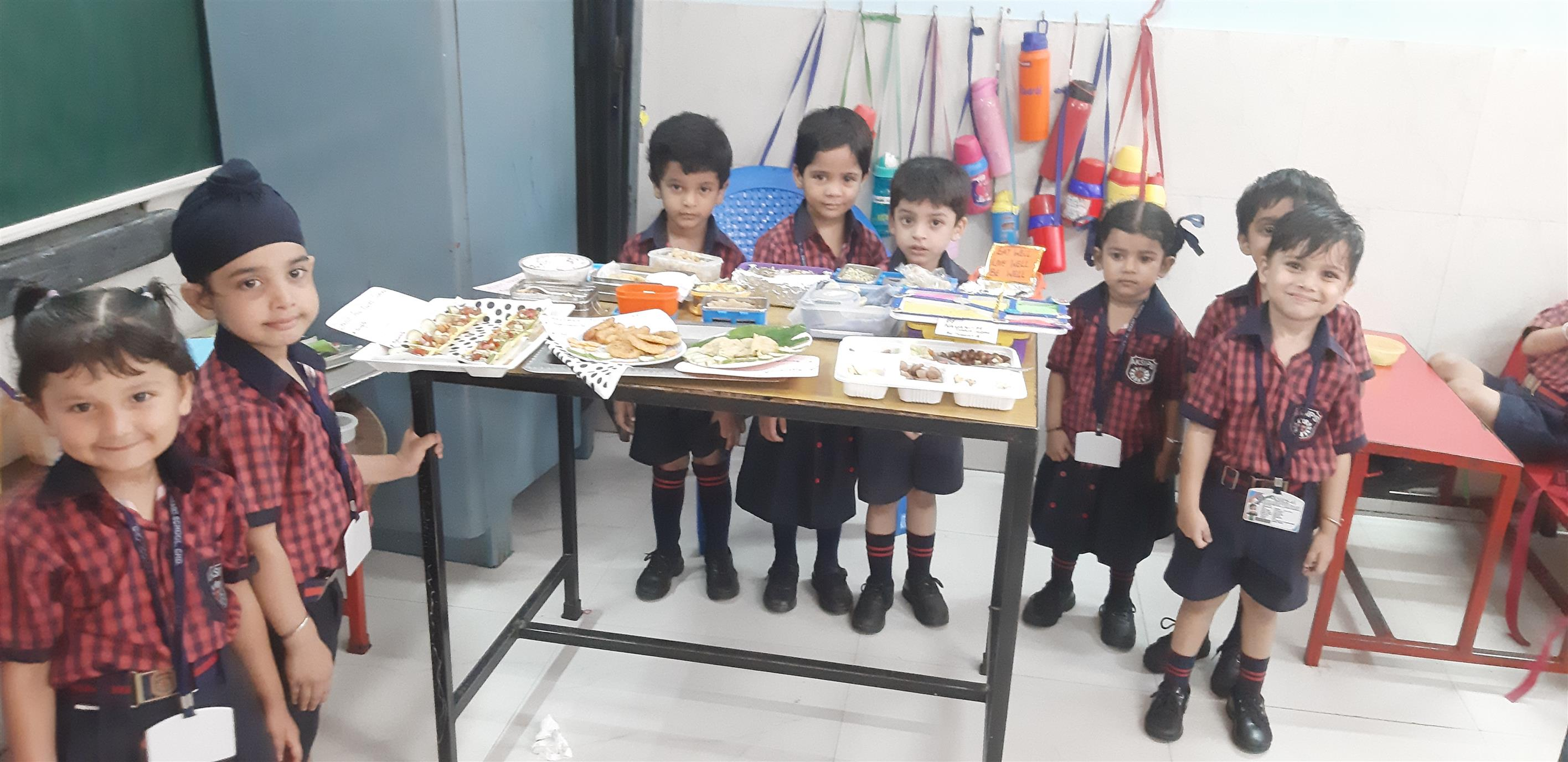 Healthy Tiffin Activity at AKSIPS 41 Smart School        To inculcate healthy eating habits among children the students of Pre Nursery Class of AKSIPS 41 Smart School had healthy tiffin activity. The students brought healthy and nutritious tiffin like idli, vegetable, pulao, sprouts salad, curd, paneer and so on. The children later enjoyed their special tiffins. The importance of developing healthy eating habits was held to the tiny tots by the teachers. | AKSIPS 41 Chandigarh