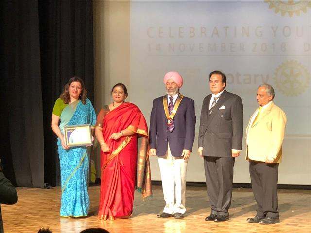 Rotary club chandigarh organised Interact utsav on the theme `Celebrating youth in service` today i.e 14th November 2018 at DPS Chandigarh. Our worthy Principal Ma`am received a `Certificate of Commendation` for the outstanding work rendered by the Interact Club of AKSIPS 41 SMART SCHOOL. | AKSIPS 41 Chandigarh